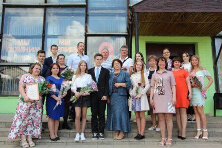 Лучших педагогов и победителей школьных олимпиад наградили в Вышнем Волочке