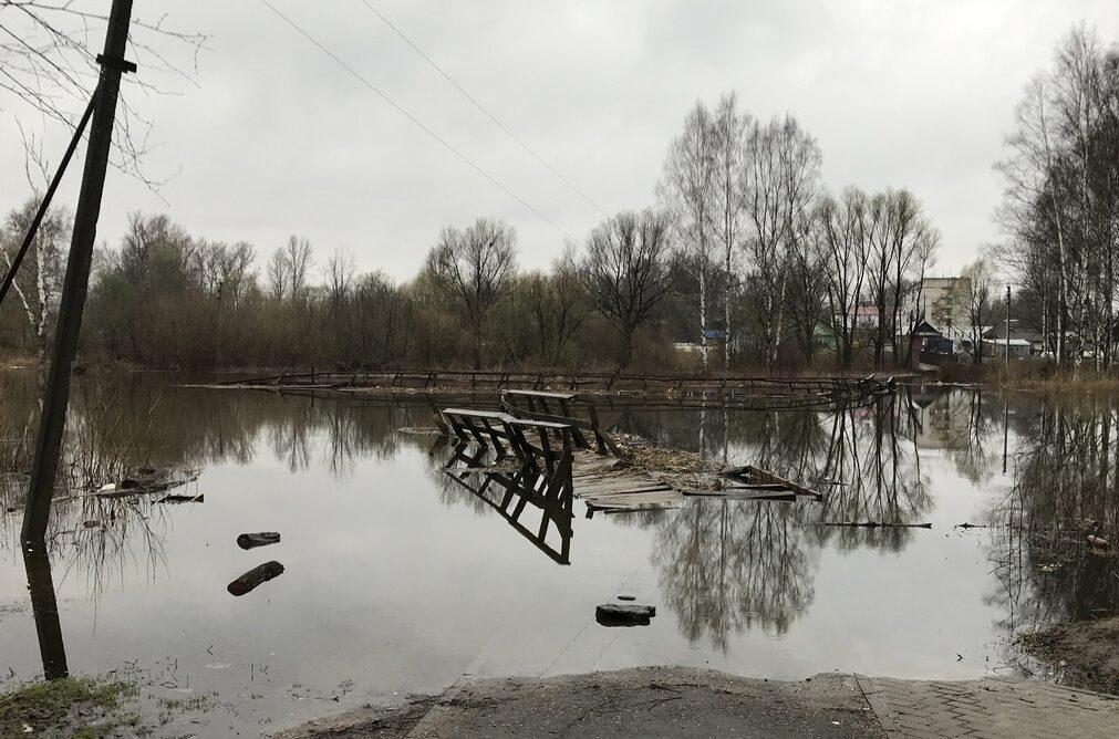 Подрядчики отказываются восстанавливать разрушенный мост в Тверской области