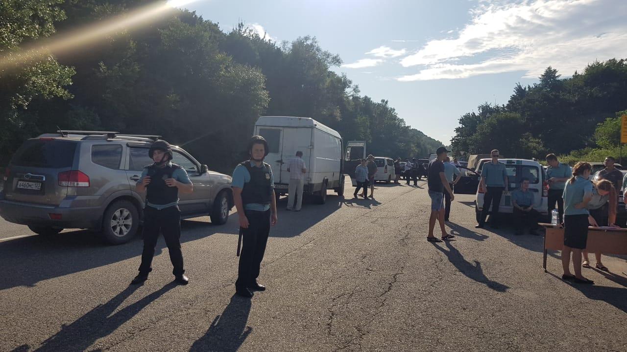 Должников из Тверской области начали отлавливать на дорогах к морю