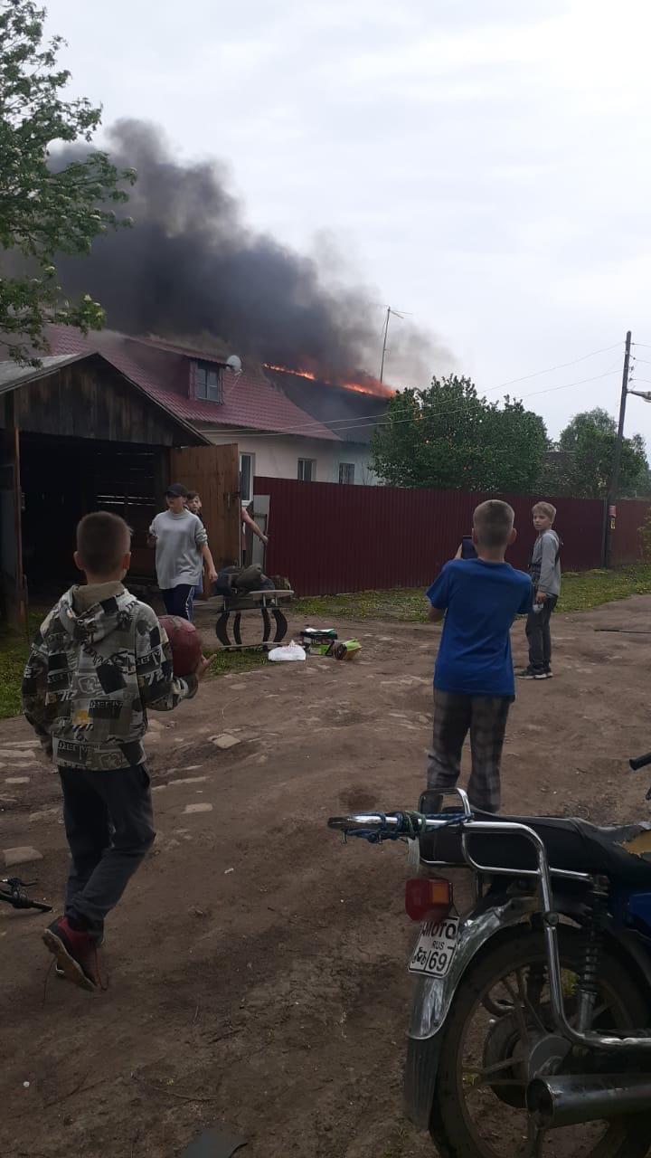 В Тверской области пожар лишил дома две семьи