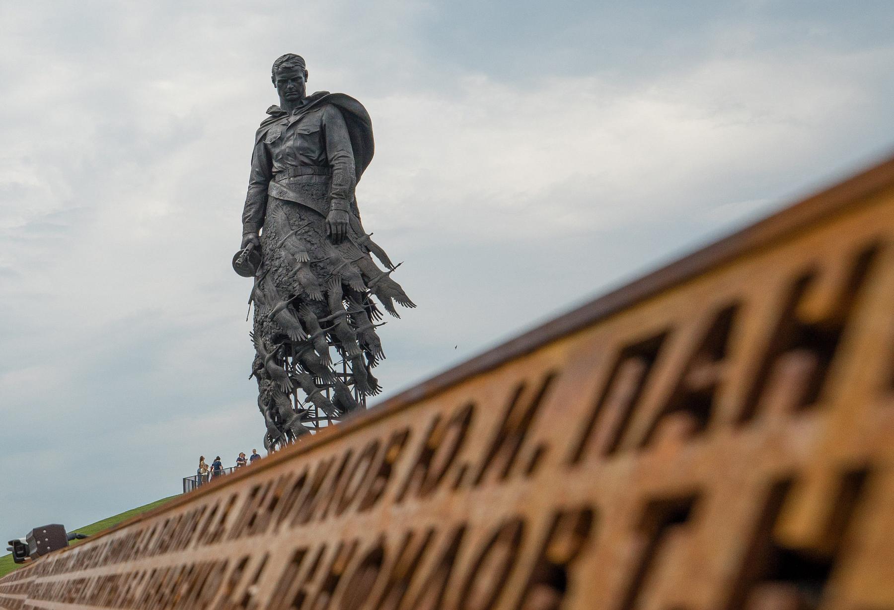 1000 беспилотников взлетят в темноте над Ржевским мемориалом