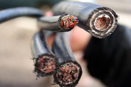 Вор в Тверской области сильно продешевил при продаже электрического кабеля