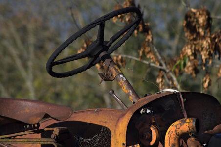 В Тверской области мужчина сдал на лом запчасти от чужого трактора