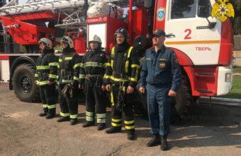Тверские пожарные спасли от гибели рыбака, тонувшего в Волге