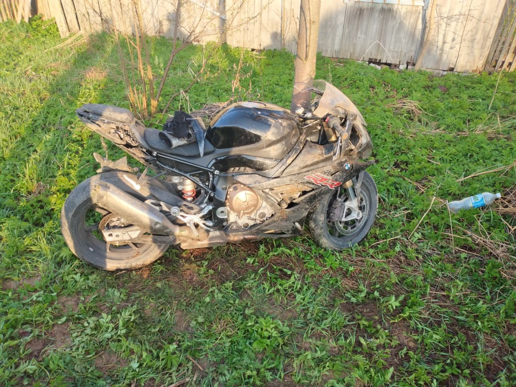 Водитель BMW в шлеме попал в ДТП под Тверью