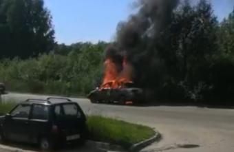 Автомобиль сгорел дотла в Твери