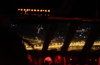 В Тверской области молодые лётчики учились пилотировать ночью: видео