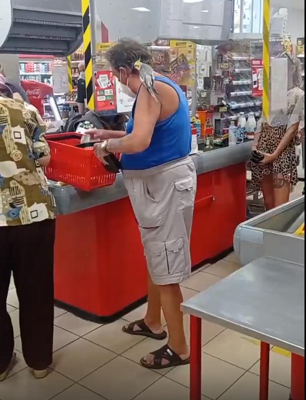 В Тверской области в супермаркете закупался настоящий Робинзон Крузо: видео
