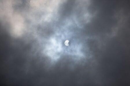 Фотографии солнечного затмения в Тверской области появились в соцсетях