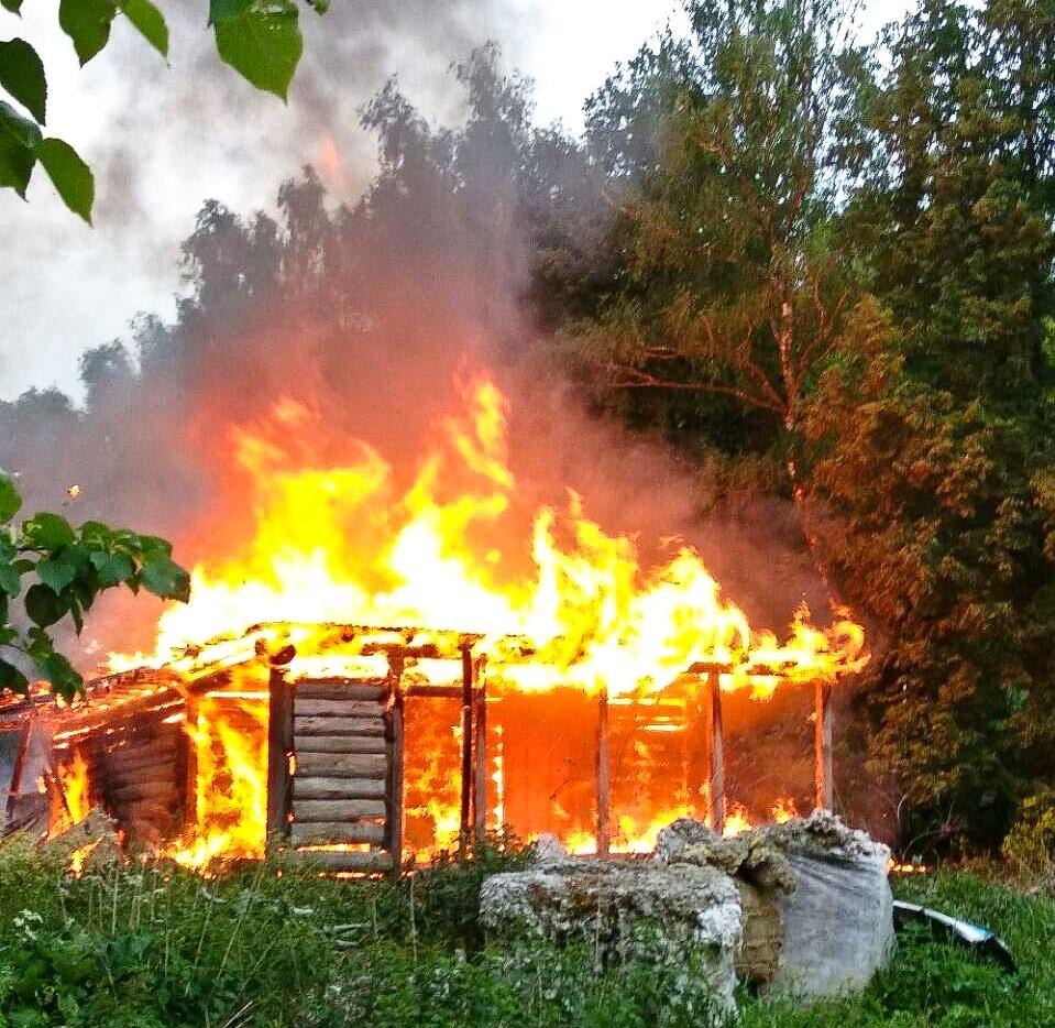 В Тверской области в горящем доме нашли труп мужчины