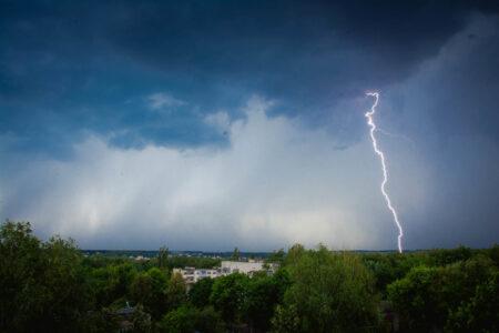 МЧС предупреждает: в Тверской области опять ливни, ветра и грозы