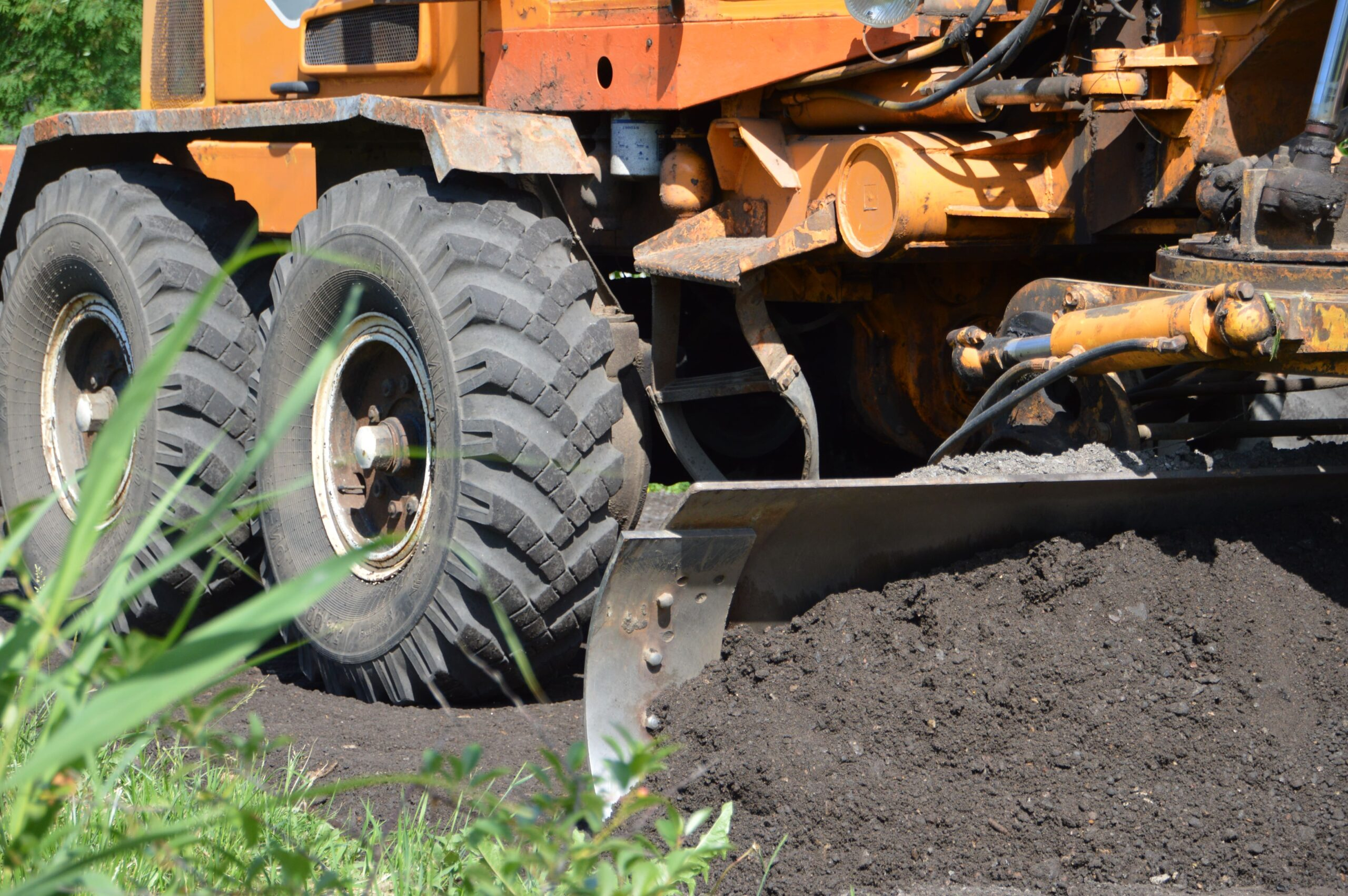 В Твери проводят дорожный ремонт грунтовок