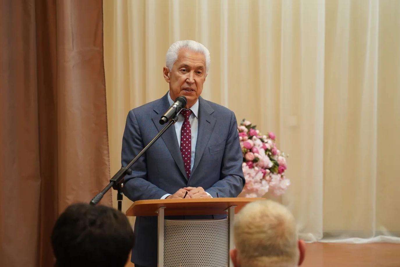 Советник президента России Владимир Васильев посетил школу искусств в Лихославле