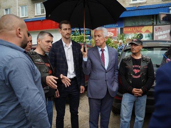 Владимир Васильев проверил, как активисты отремонтировали ямы в Торжке