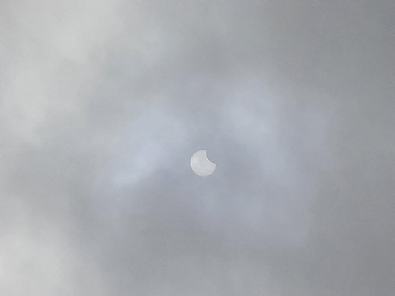 Фотографии солнечного затмения в Тверской области заполнили соцсети