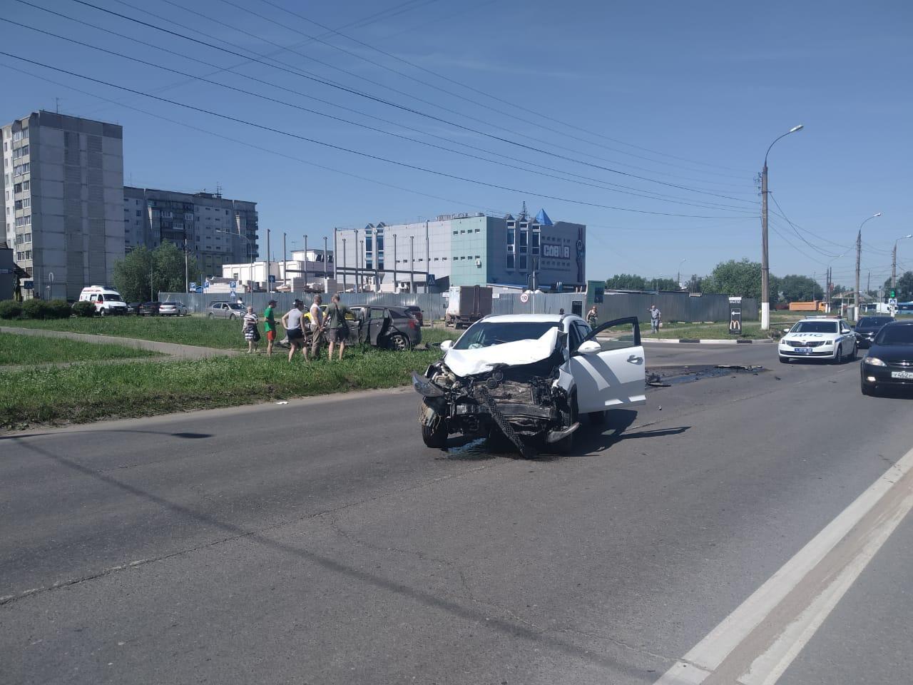 В Твери на Можайского в ДТП пострадала 25-летняя девушка