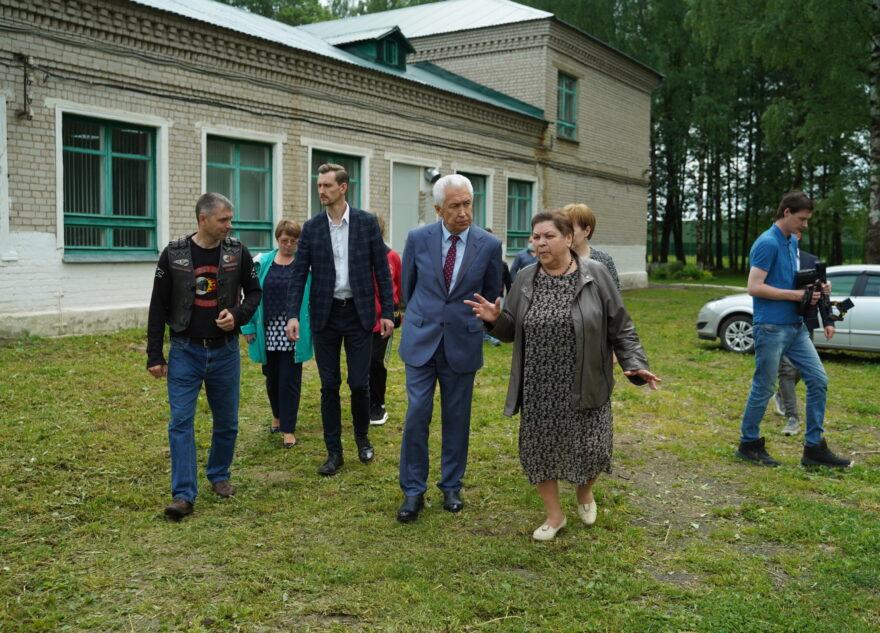 Владимир Васильев посетил школу в поселке Мирный Торжокского района