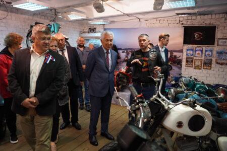 Владимир Васильев побывал в музее мототехники Торжокского района