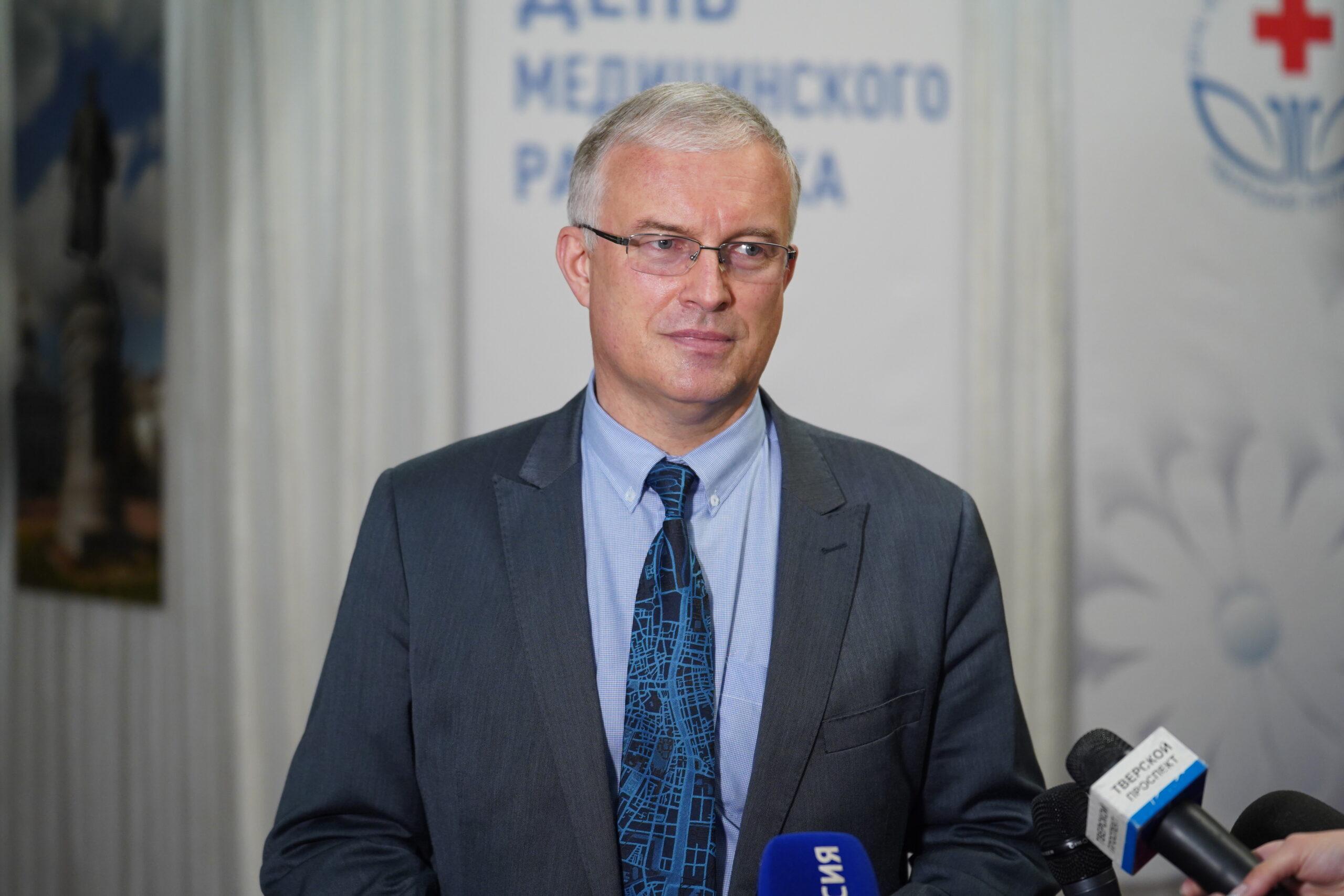 Губернатор наградил тверских медиков на сцене театра