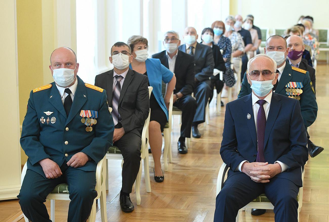 Игорь Руденя накануне Дня России вручил госнаграды жителям Тверской области и паспорта юным гражданам
