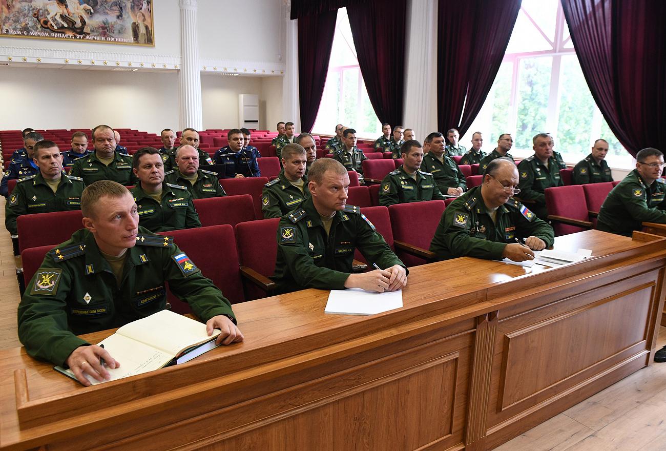 Министр обороны познакомился с научными разработками тверских курсантов