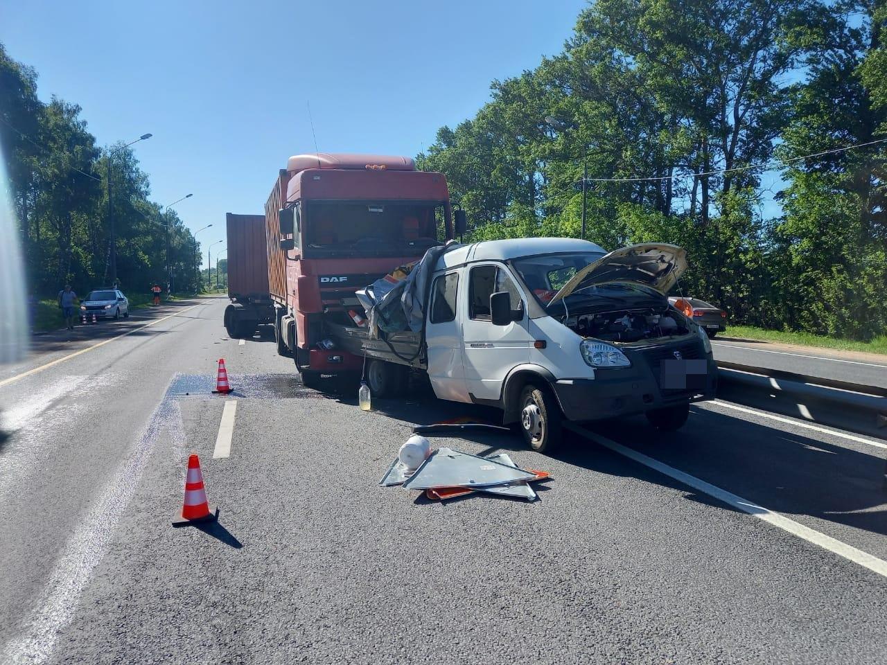 Опубликованы фото с места смертельной аварии в Тверской области