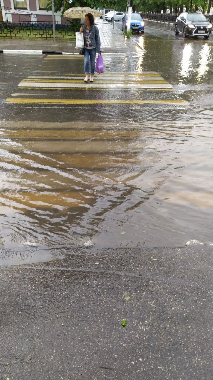 Всемирный потоп: ливнёвки в Твери не выдержали грозы
