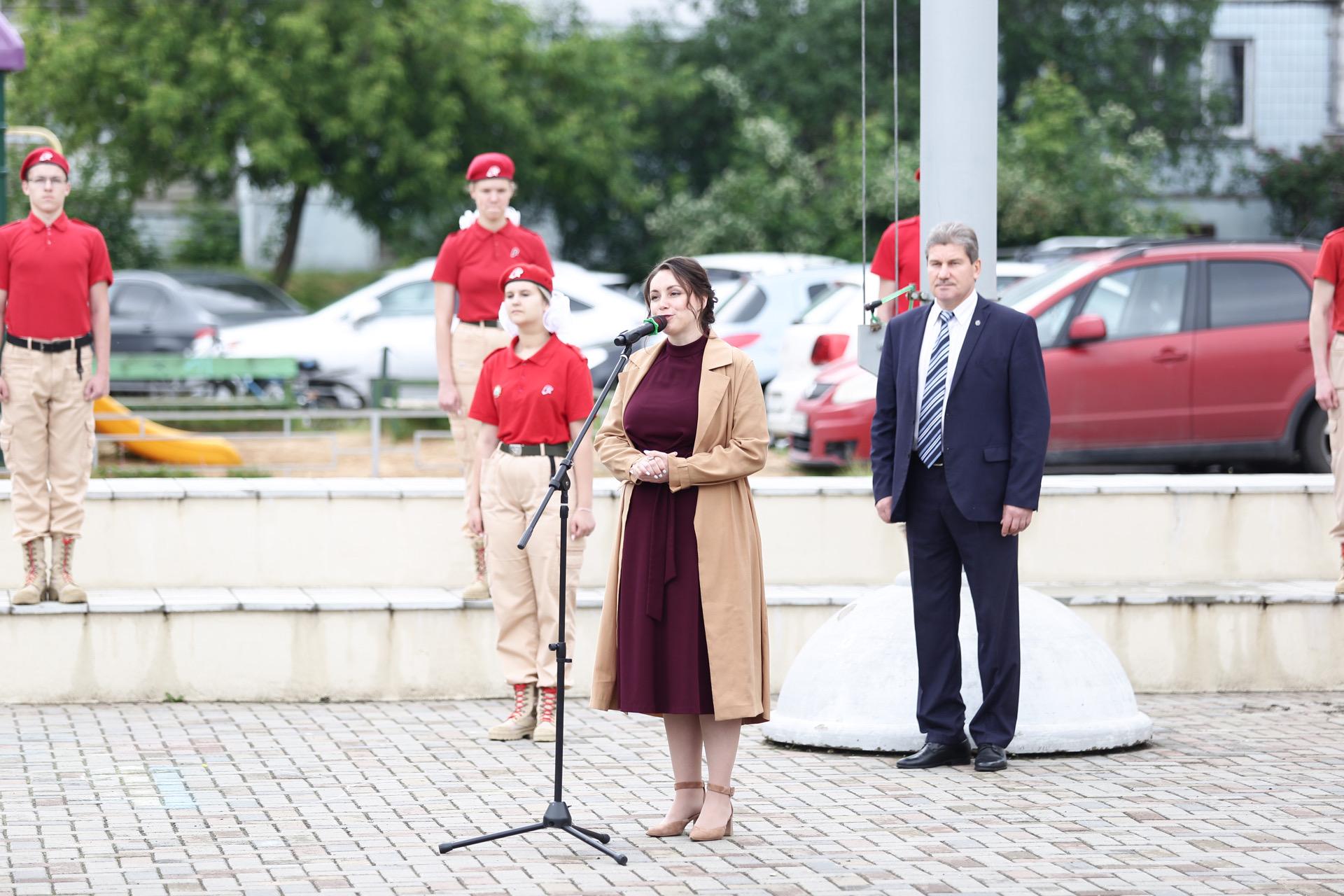 """В Твери выстроились в """"живой"""" триколор под гимн России"""
