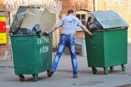Из двора жилого дома в Тверской области «угнали» мусорный контейнер