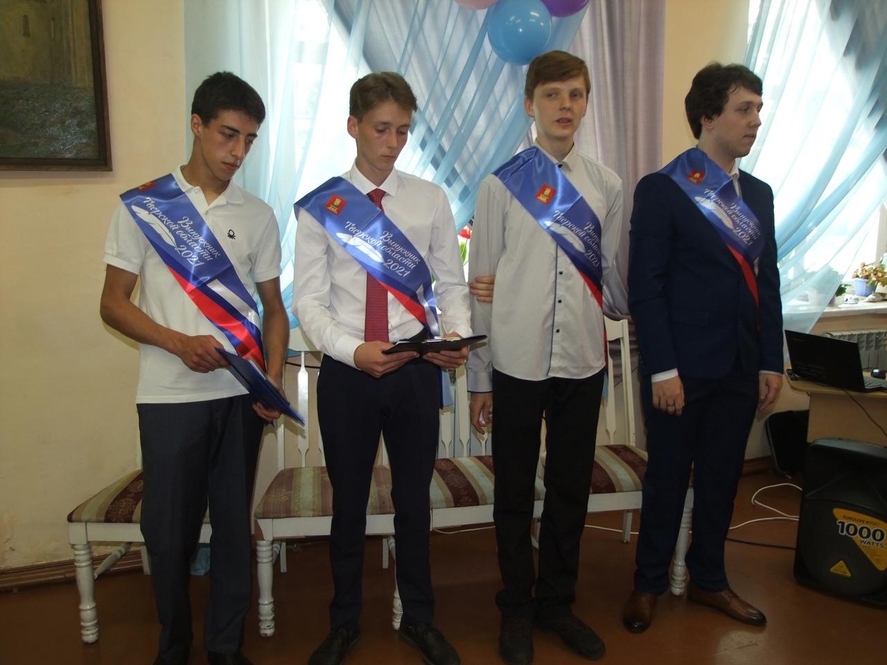 Торопецкие выпускники получили «аттестаты зрелости»