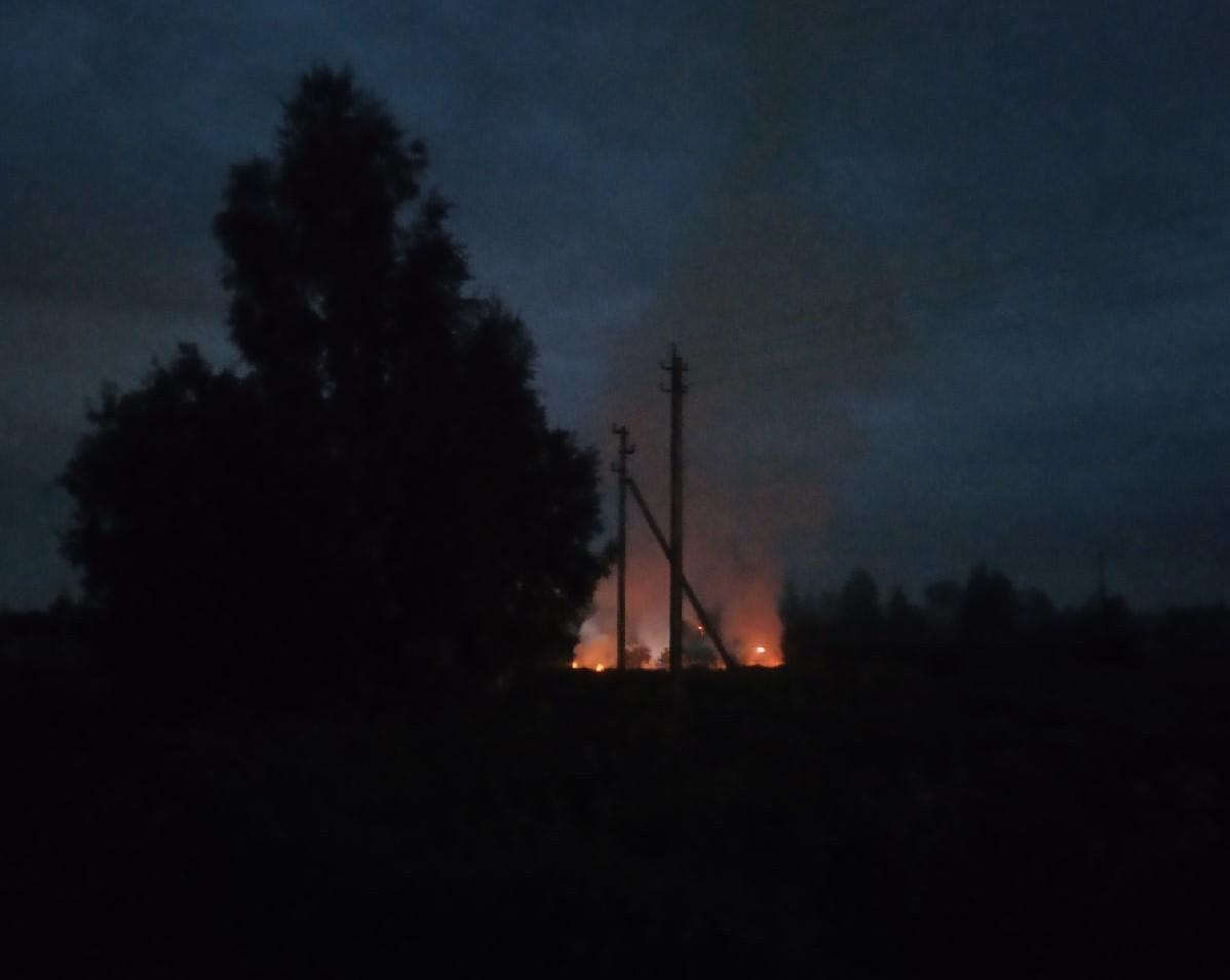 Под Тверью от запущенного фейерверка загорелось поле