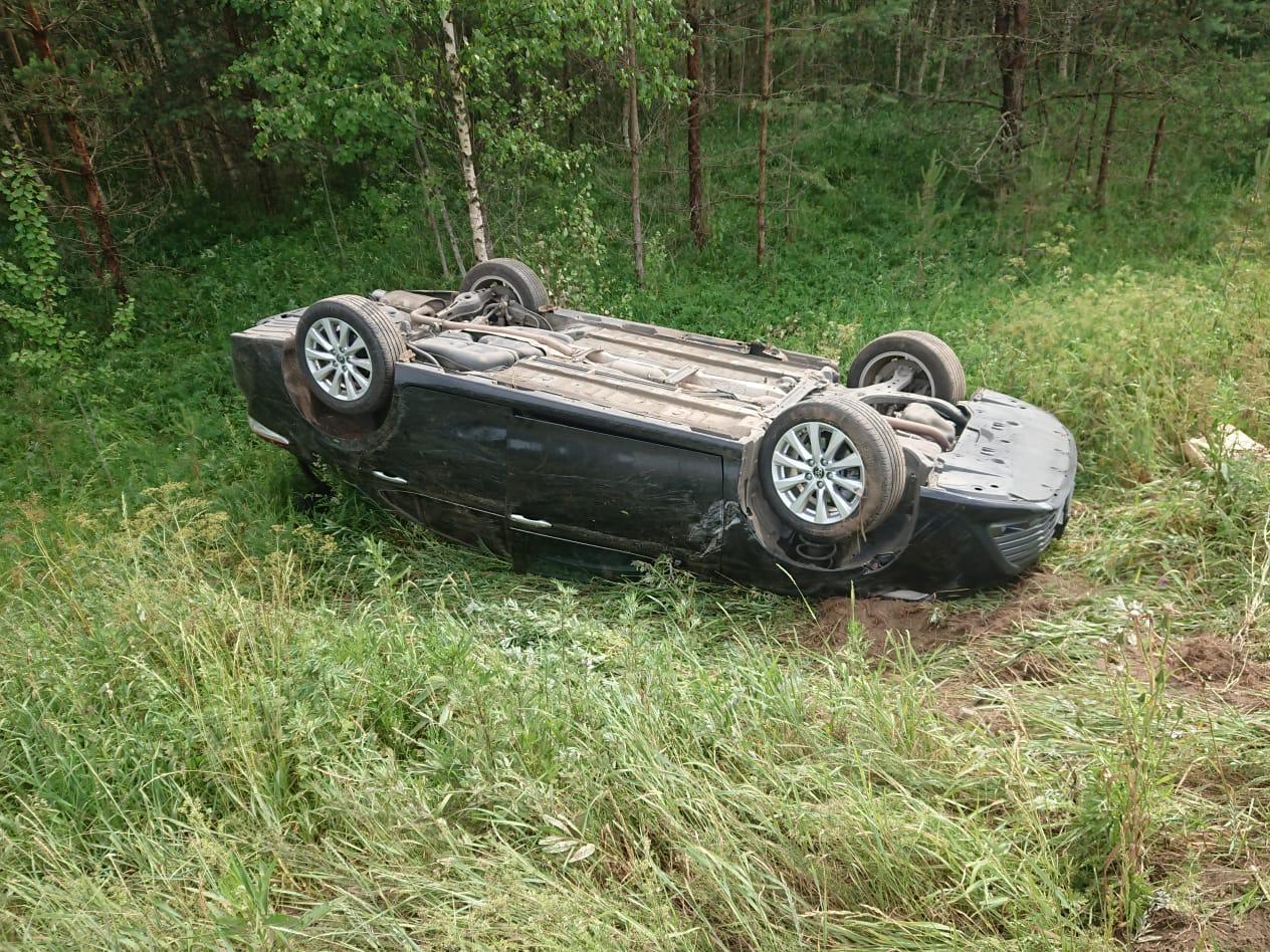 На трассе в Тверской области перевернулась «Тойота»: пострадал ребёнок