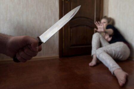 Напавшего с ножом на жену мужчину-абьюзера будут судить в Твери