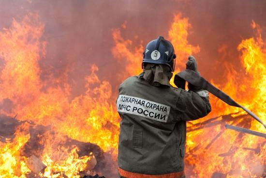 В Тверской области пожар в дачном посёлке тушили больше 7 часов