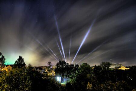 Ночное небо над Тверью и Ржевом озарят лучи прожекторов