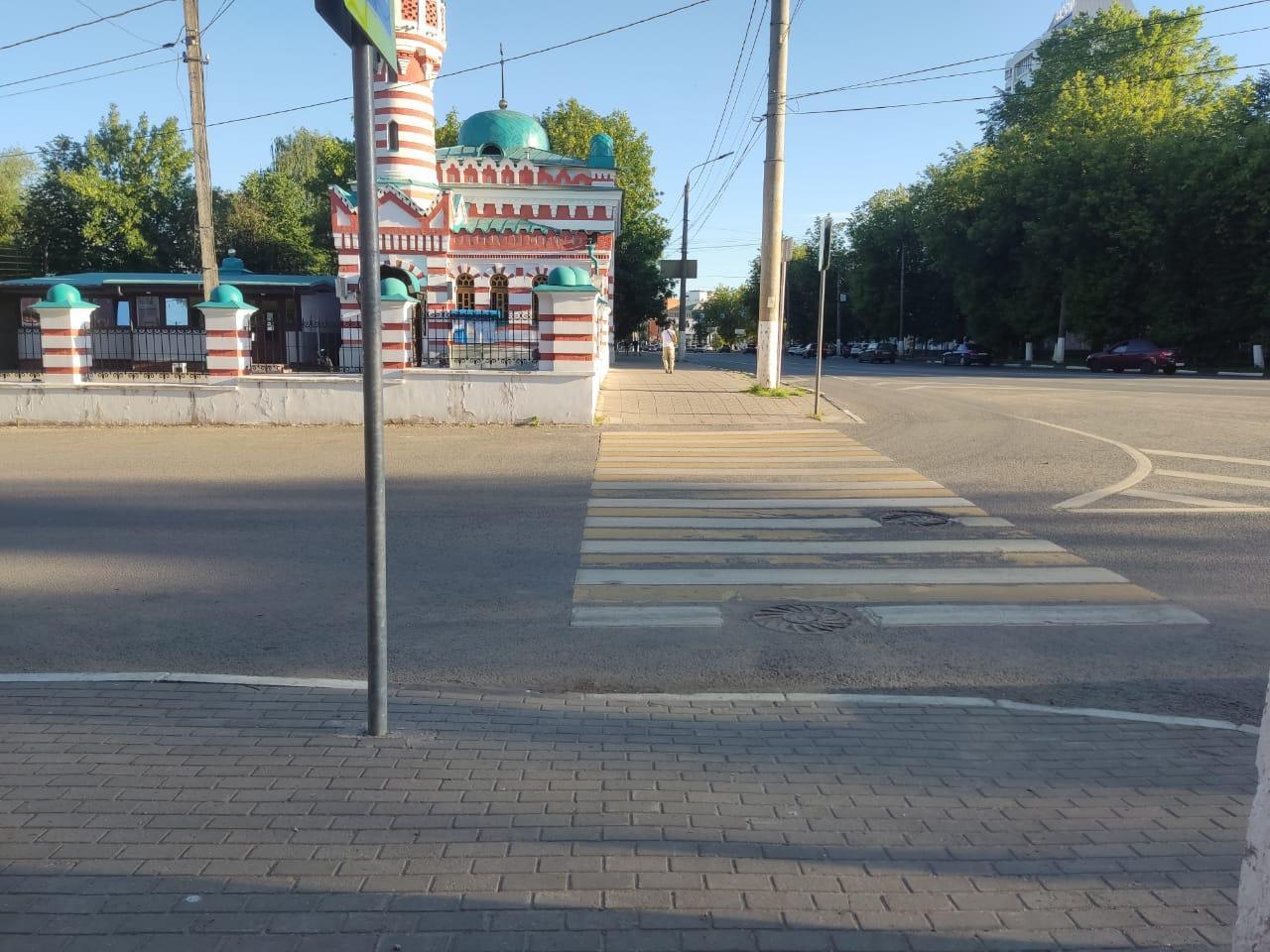 """В центре Твери """"Форд Фокус"""" сбил велосипедистку"""