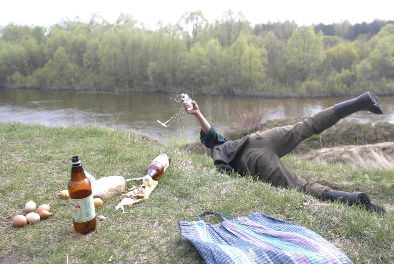 Пикник на берегу реки закончился грабежом и побоями для жителя Твери
