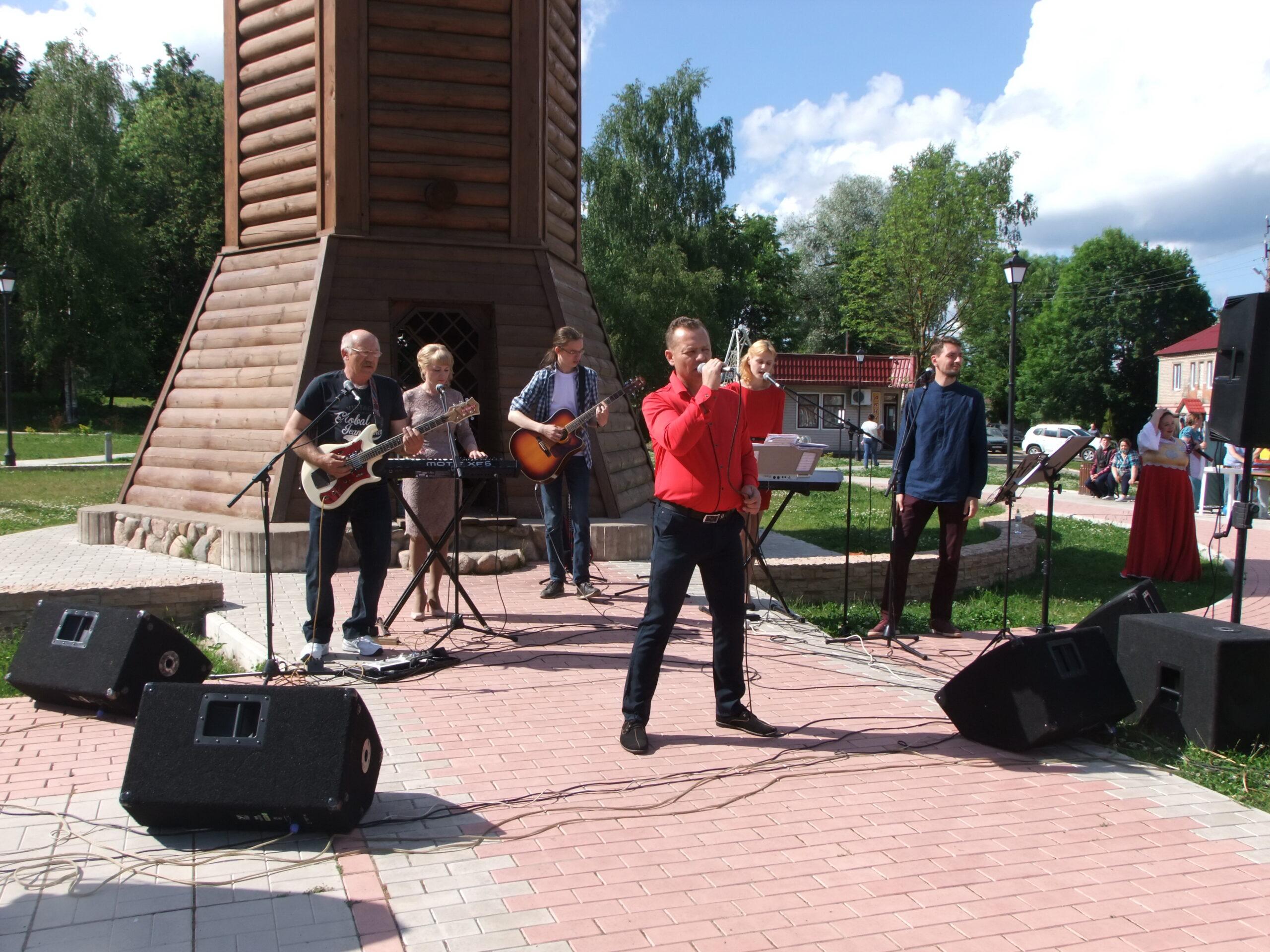 В Торопецком районе вручили паспорта и спели песни