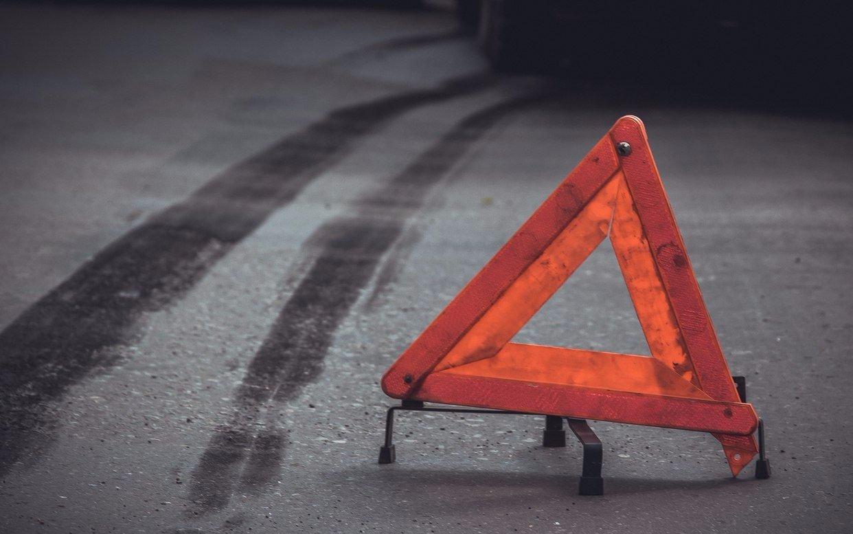 Водитель внедорожника отвлёкся от дороги и сбил женщину под Тверью
