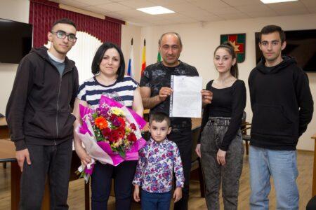 Многодетной семье из Тверской области дали деньги на жилье