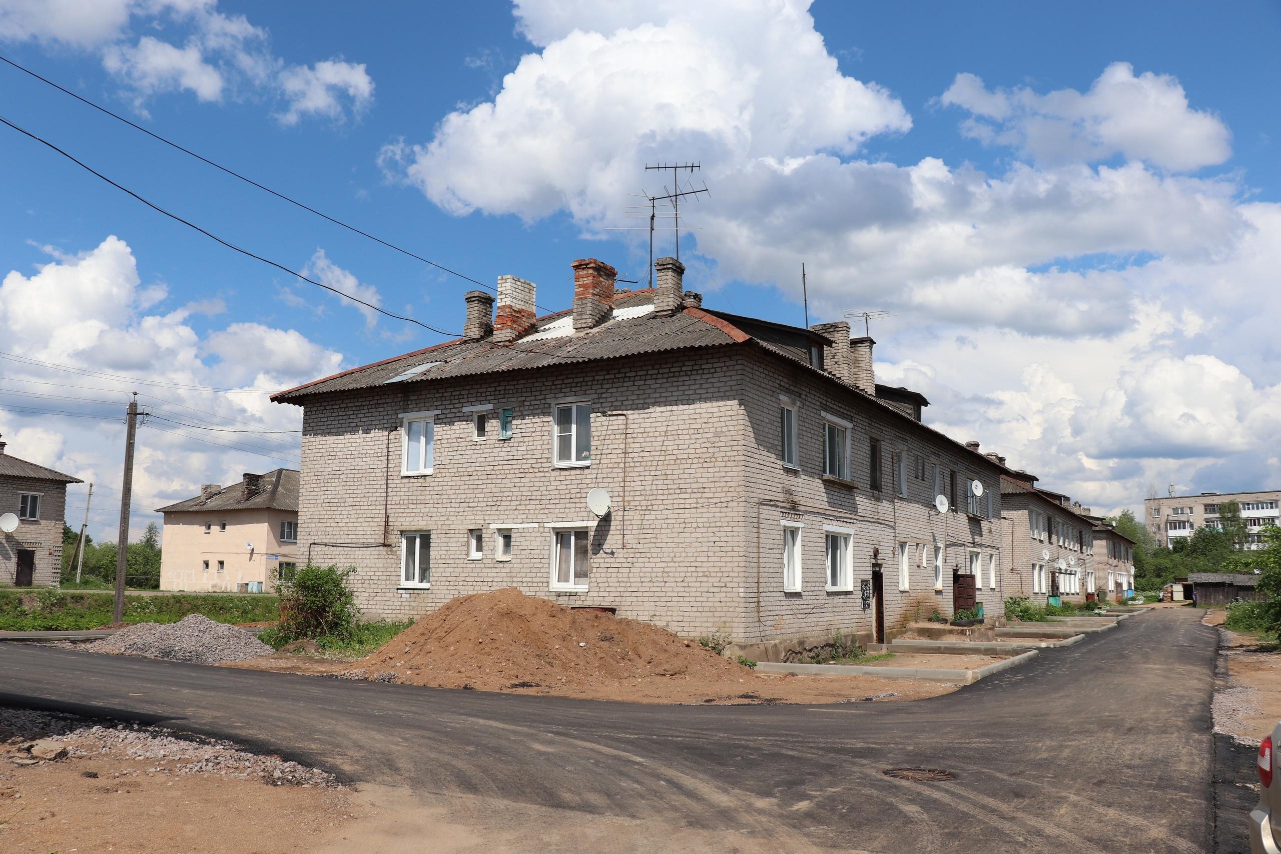 На улицах Торопца активно ведутся ремонтные работы