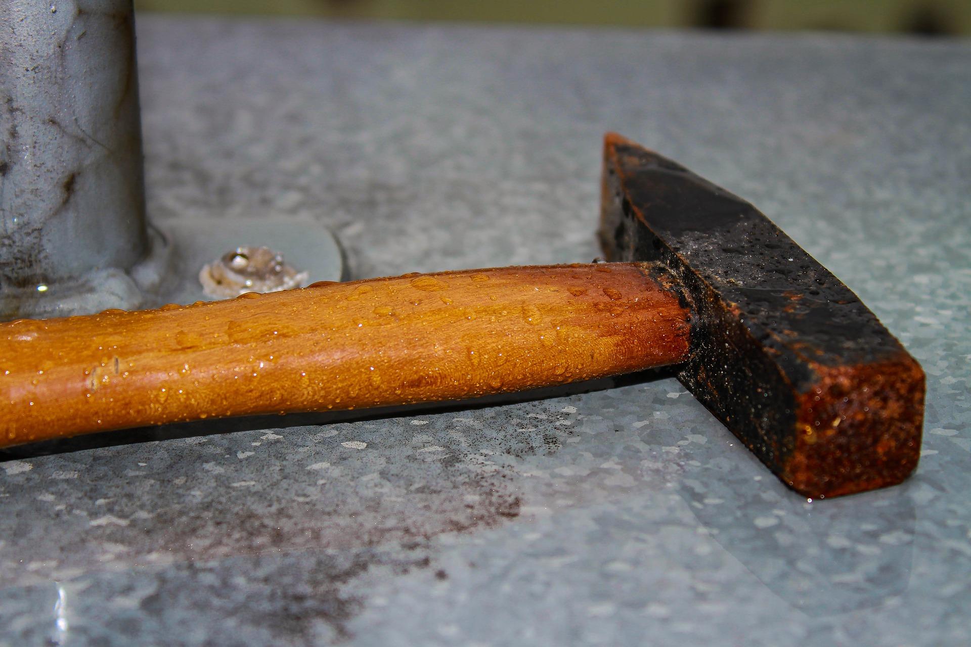 В Твери осудили мужчину, который убивал собутыльника молотком и ножом