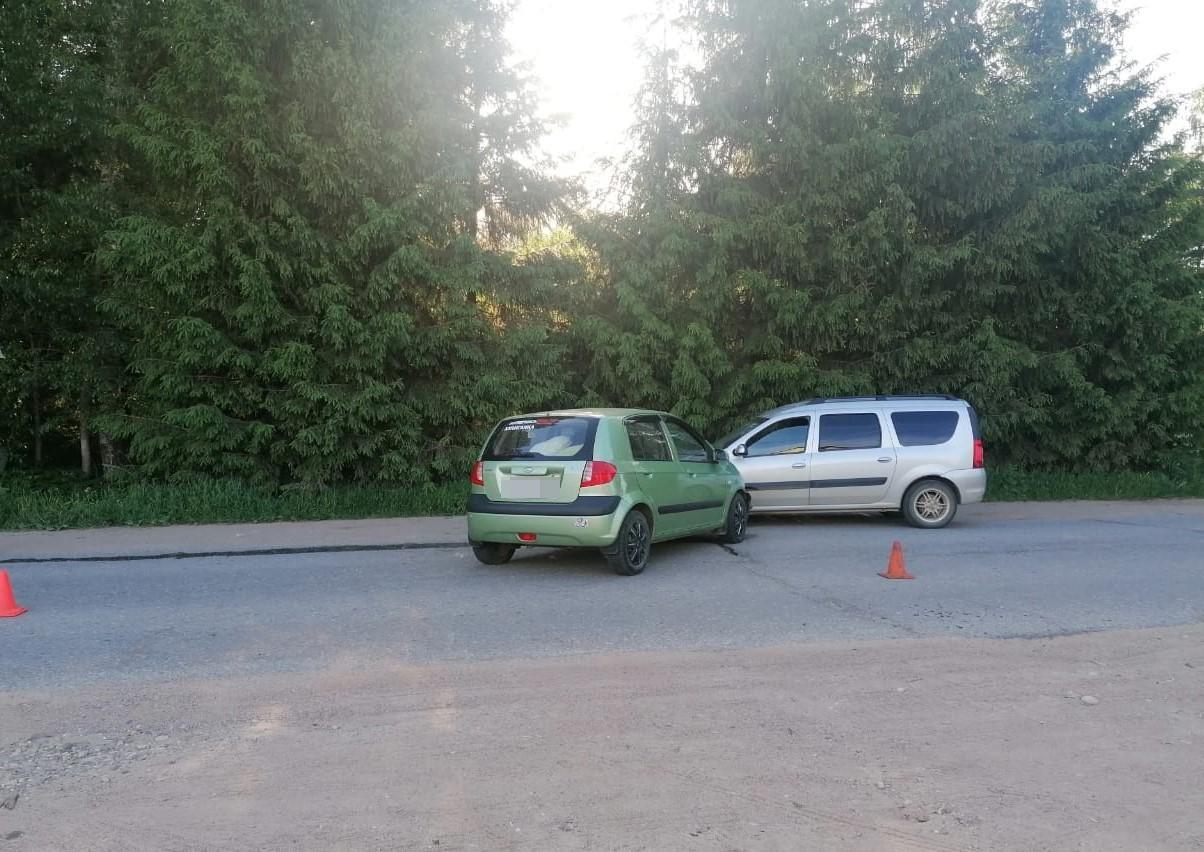 Из-за пьяного водителя на трассе в Тверской области пострадала девушка