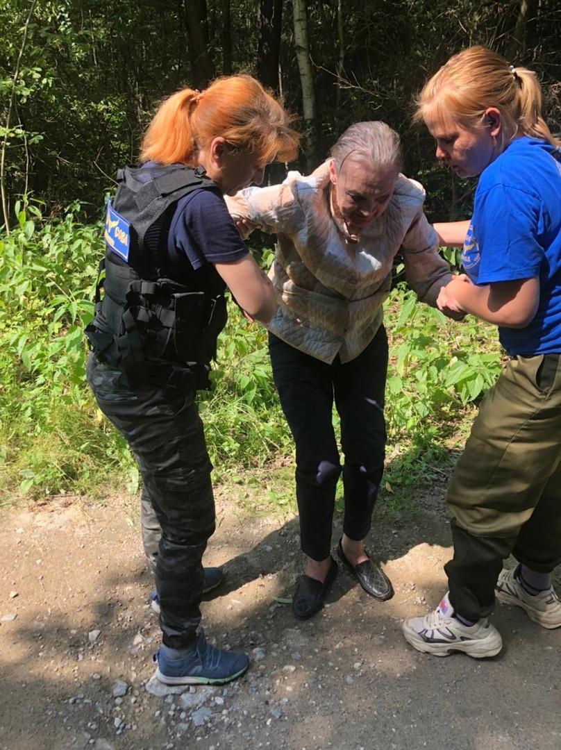 Волонтеры всю ночь искали больную бабушку в Тверской области и нашли