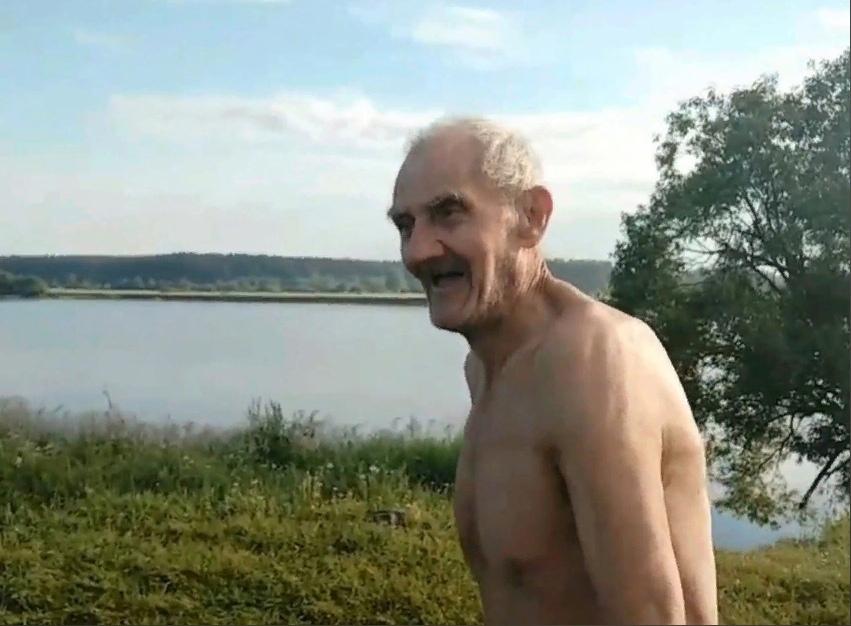 """Под Тверью встретили 81-летнего """"Форреста Гампа"""": видео"""