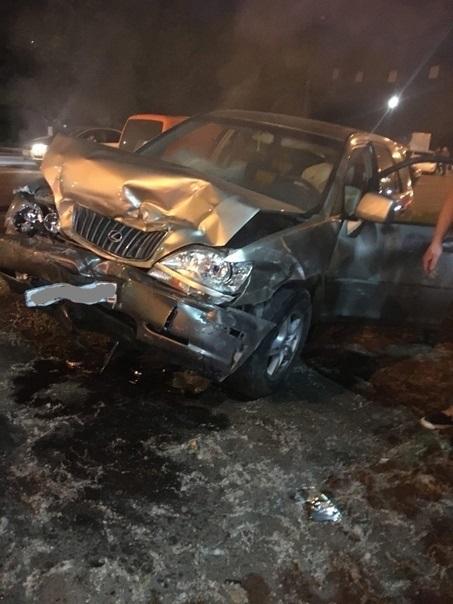 """В Твери три человека пострадали в ДТП с """"Лексусом"""""""