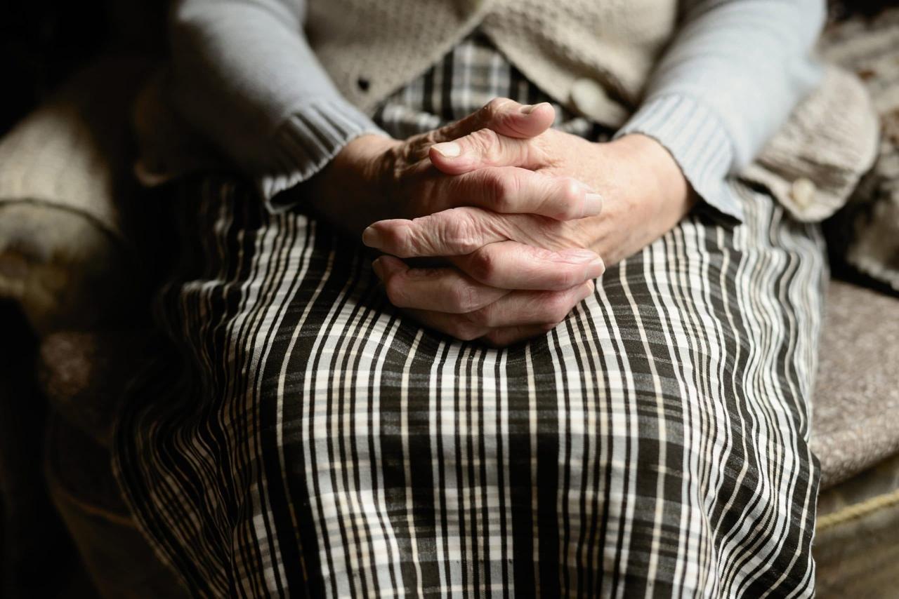 Молодая тверичанка лишила денег 75-летнюю пенсионерку