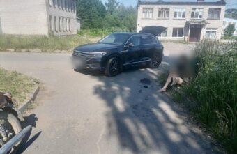 В деревне Тверской области не смогли разъехаться «Иж» и «Фольксваген»