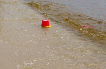 На родителей утонувшего в Тверской области малыша завели уголовное дело