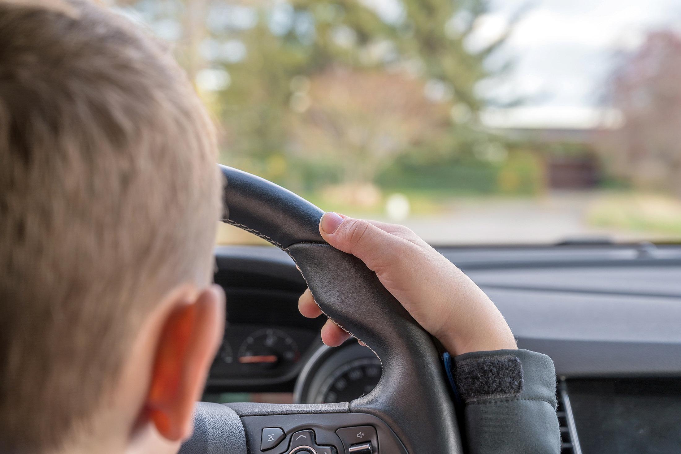 Тверским школьникам предложили получать водительские права вместе с аттестатом